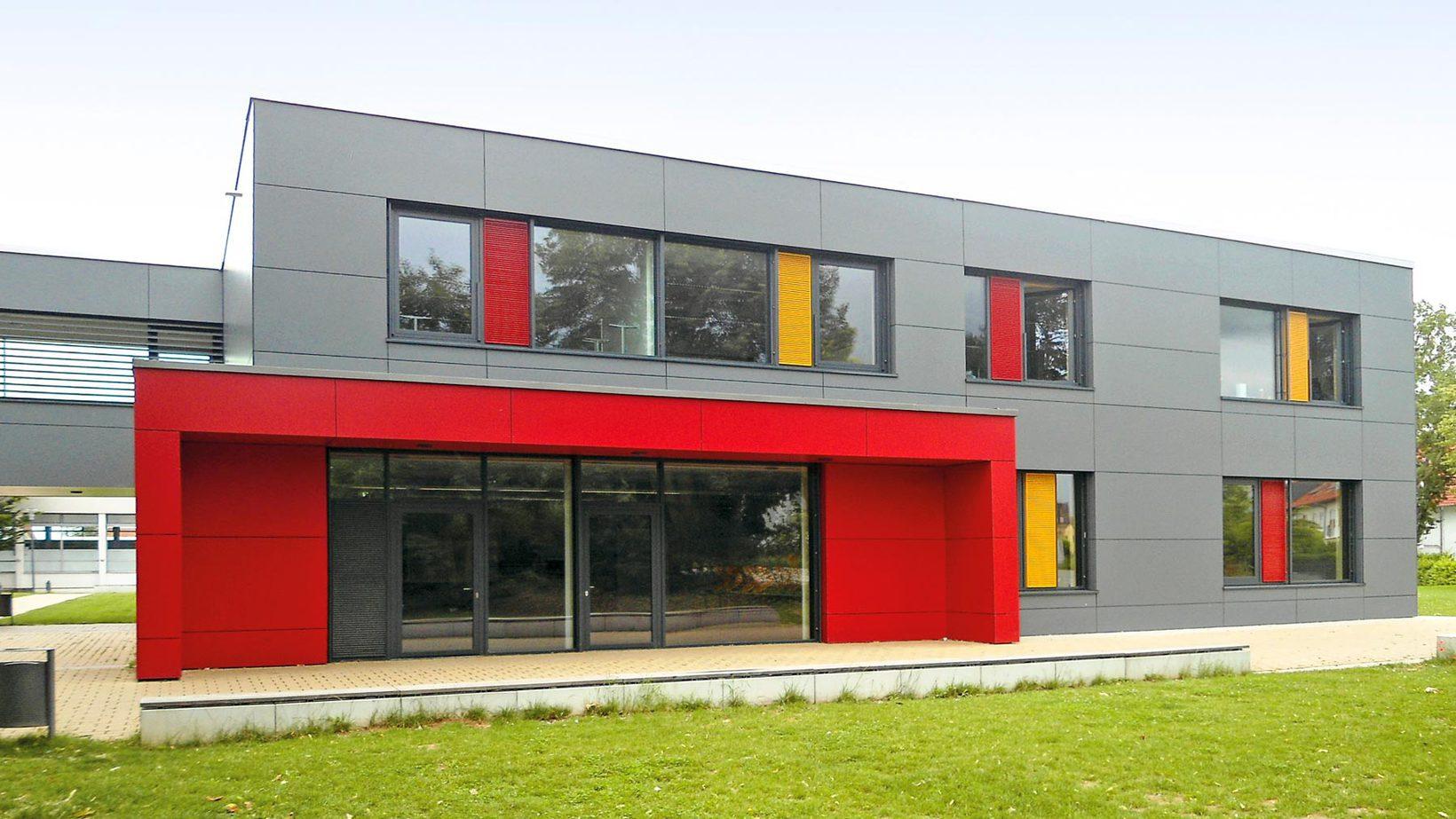 Vorhangfassaden und raumabschließende Raumabschließende Fassaden von Dwuzet Fassadentechnik