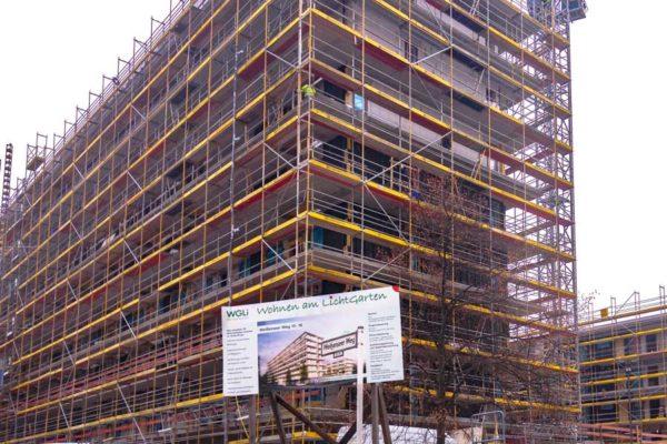 Dwuzet Fassadentechnik baut Fassade ca. 4.500 m² aus HPL-Platten des Herstellers Fundermax